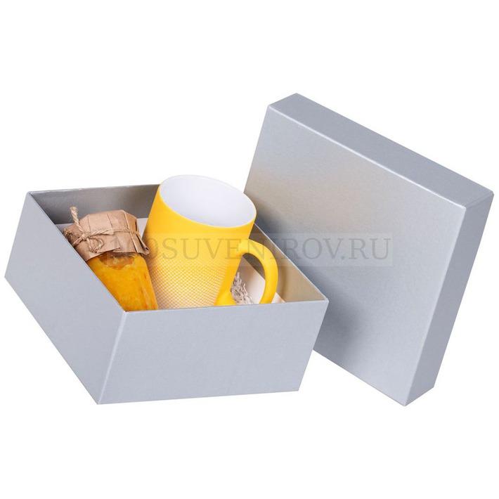 Изображение упаковочной картонной подарочной коробки